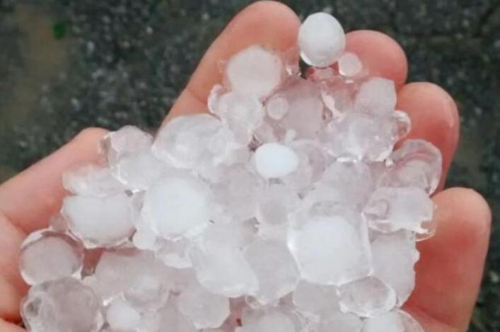 Chuva de granizo em Biguaçu assusta moradores - Foto do internauta