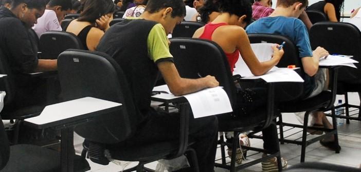 Aluno precisará tirar nota acima de 450 no Exame Nacional do Ensino Médio - Enem -