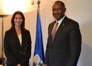 Secretária Angela Ambino na embaixada do Haiti - Foto Gisele Zanchett