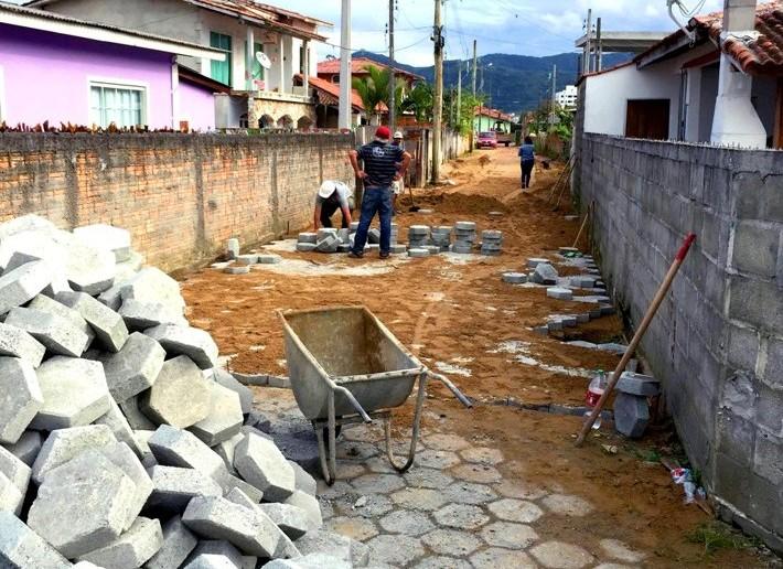 Obras de calçamento bairro Saveiro - Foto-Assessoria