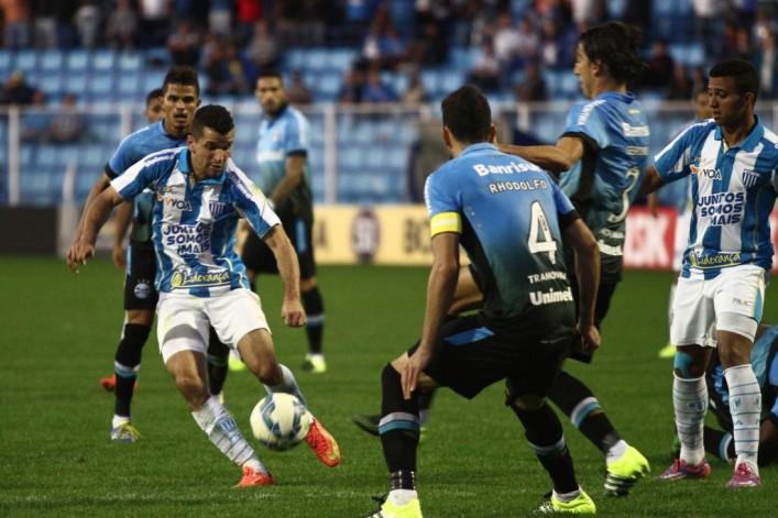 Avaí leva 'gol relâmpago' e perde para o Grêmio na Ressacada