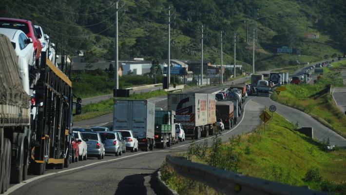 Congestionamento na BR-101 - Diário do Vale