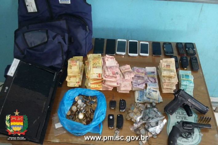 Dinheiro levado da unidade de atendimento foi recuperado e os bandidos presos