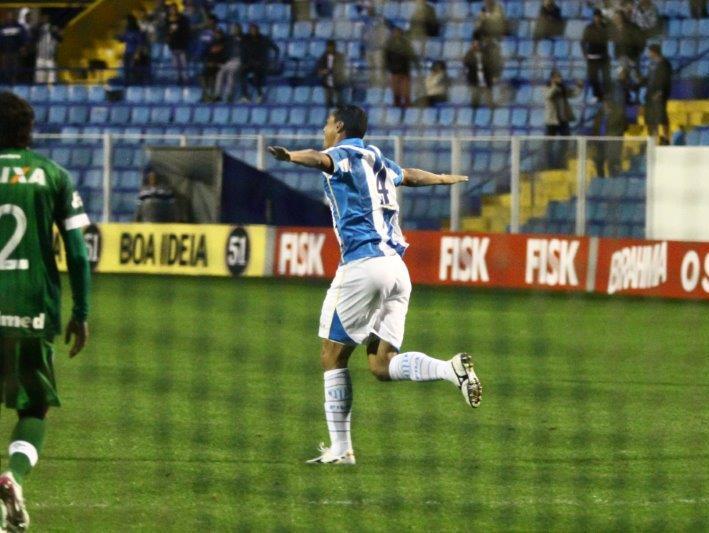 No primeiro turno do brasileirão, o Avaí derrotou a Chape por 2 a 1, no estádio da Ressacada