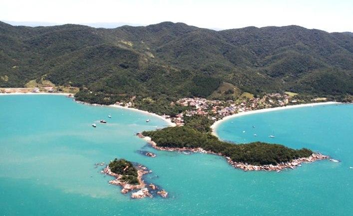 Baia dos Golfinhos, em Governador Celso Ramos