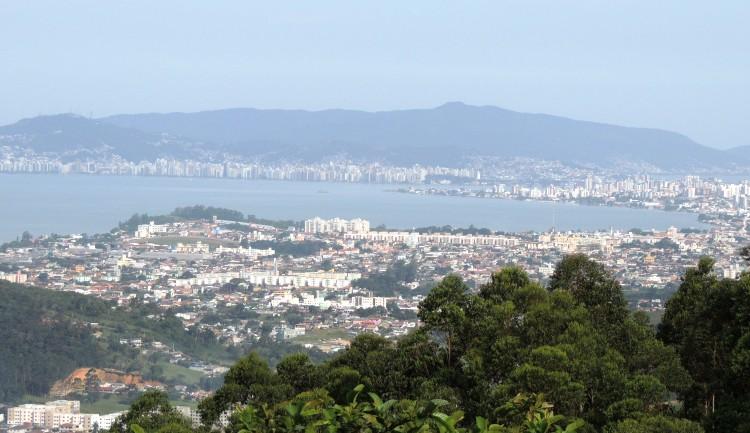 Biguaçu e Florianópolis - vista de cima do morro - foto de Samira Zampieron Alves