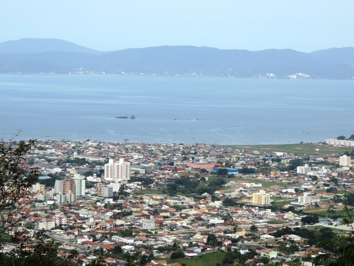 Biguaçu - vista de cima do morro (Foto de Samira Zampieron Alves)