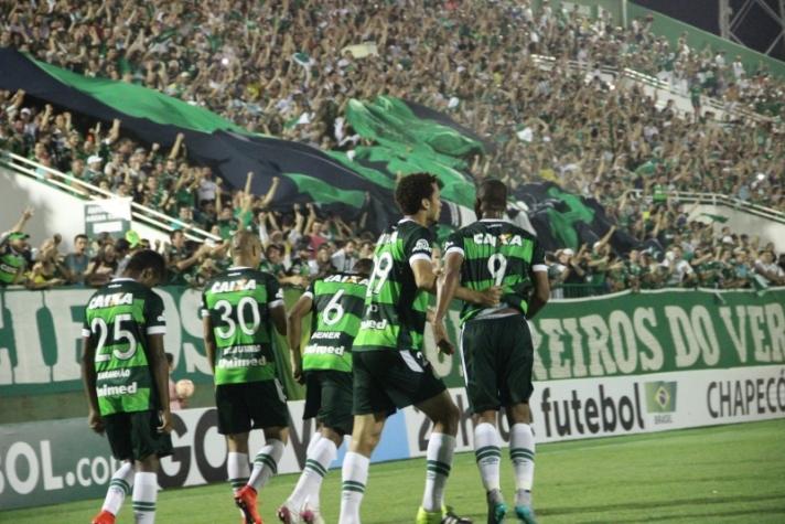 Torcida apoiou o time do começo ao fim, mas o placar não foi suficiente para avaçar na competição