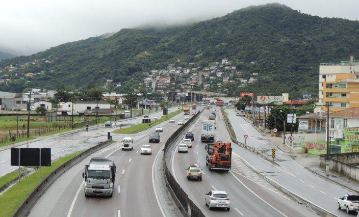 BR-101 em Biguaçu (Foto - Biguá News)