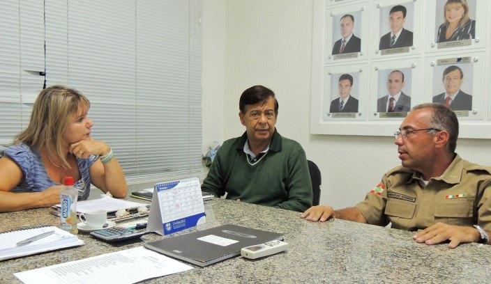 Sandra, Luiz e Araújo em reunião na Acibig (Foto: Biguá News)