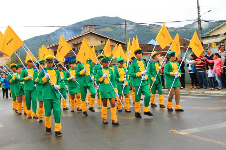 Guarda de Honra da Escola Viegas no Desfile Cívico do ano passado (Foto: Martha Huff /Secom)