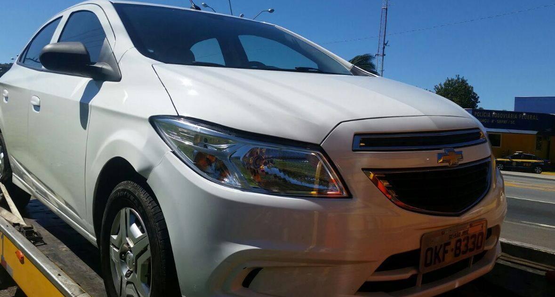 Carro tem placa original de Florianópolis e foi clonado com outra placa de São José (Foto:PRF)