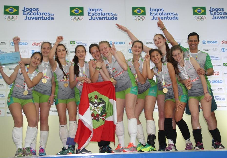 Escola Estadual Sara Castelhano Kleinkauf, de Guaraciaba: campeã no vôlei feminino Fotos: Antonio Prado/ Fesporte