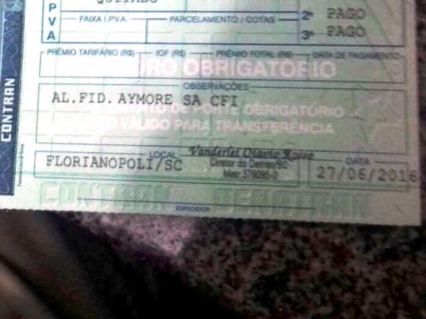 Documento de carro tinha Florianópolis escrito de maneira errada (Foto: Divulgação/PRF)