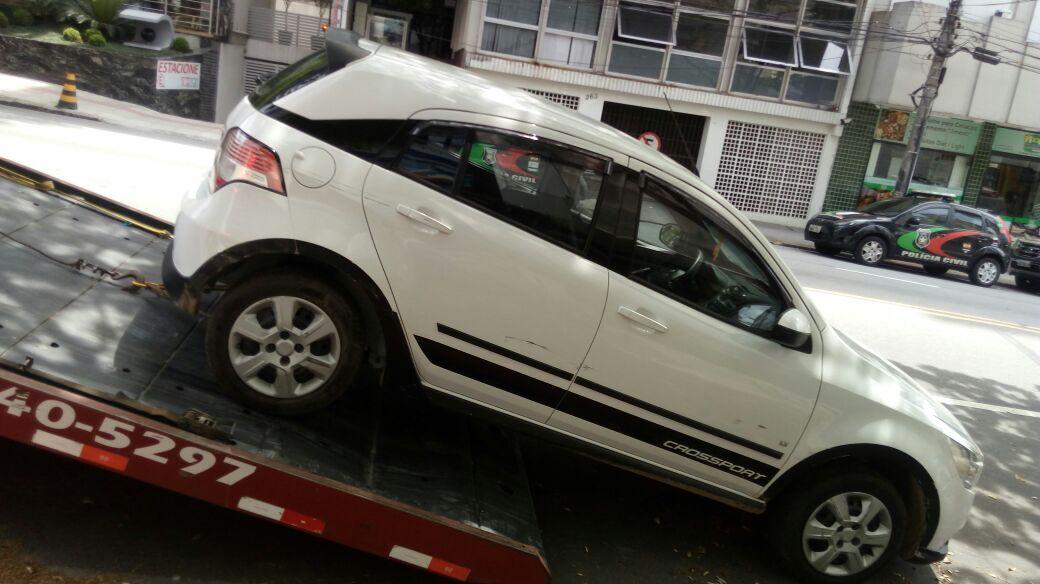 Carro estava abandonado no Morro do Mocotó, em Florianópolis (Foto: Divulgação)