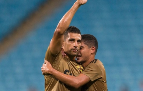 Diego Souza: aplaudido pela torcida do Grêmio