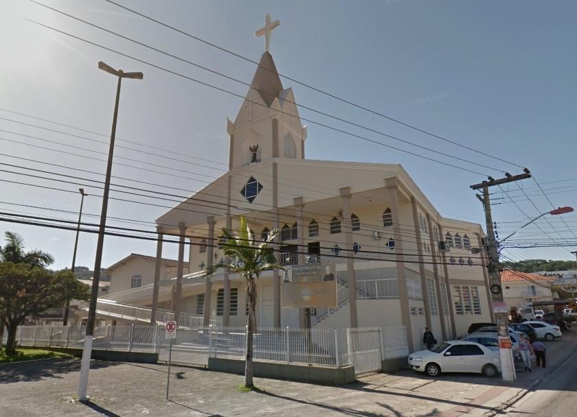 Igreja no bairro Forquilhas foi erguida em terreno que não lhe pertence (Imagem: Google)